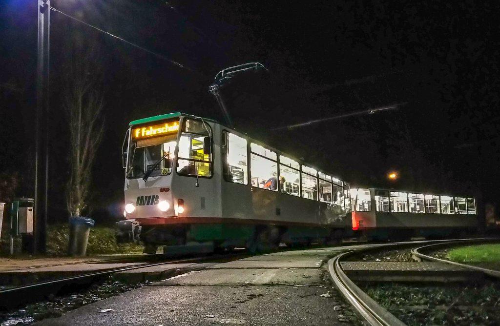 Außenansicht des T6A2 bei Nacht