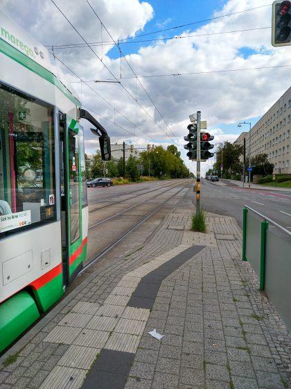 Eine Straßenbahn ist Abfahrbereit