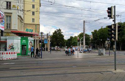 Die Fußgängerampel am Alten Markt sieht man nur von der gegenüberliegenden Seite gut.