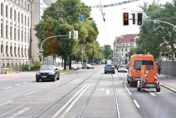 Schlechtes Beispiel: Straßenbahngleise dürfen von den anderen Verkehrsteilnehmern mitgenutzt werden. Das sorgt für Verspätungen.