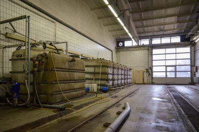 28 Kubikmeter Regenwasser fassen diese Tanks.