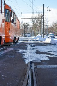 Dicke Eisschichten würden die Straßenbahnen entgleisen lassen.