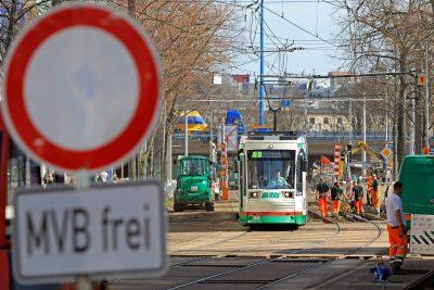Gleisbauarbeiten am Tage auf der Olvenstedter Straße (Foto: Peter Gercke)