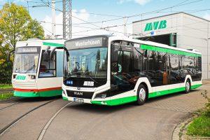 Straßenbahn und Bus im Betriebshof Südost (Foto: Peter Gercke)