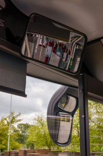 Mit diesen drei Spiegeln kann man in den Fahrgastraum und an der rechten Fahrzeugseite entlang schauen.