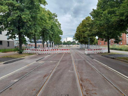 Die Straßenbahnstrecke am Heumarkt ist wegen der Bauarbeiten für den neuen Brückenzug gesperrt. Foto: Florian Lüdtke